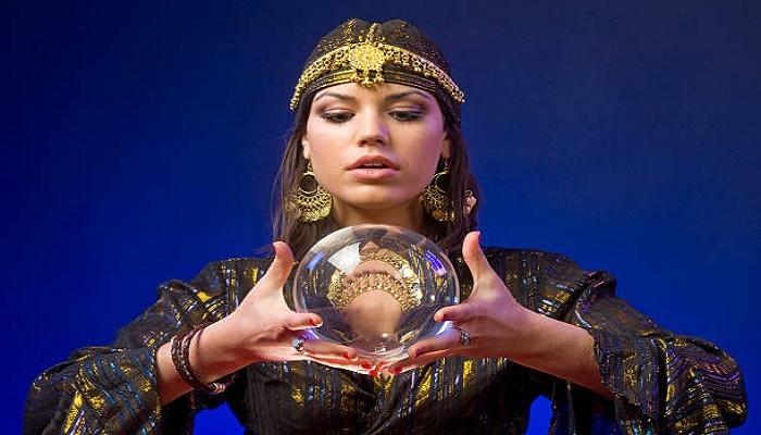 Conoce el mundo del esoterismo con Alicia Collado